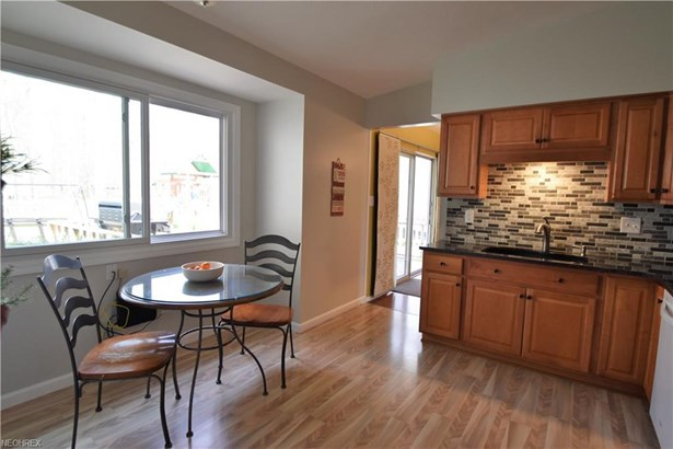 3960 Shelley Dr, North Olmsted, OH - USA (photo 4)