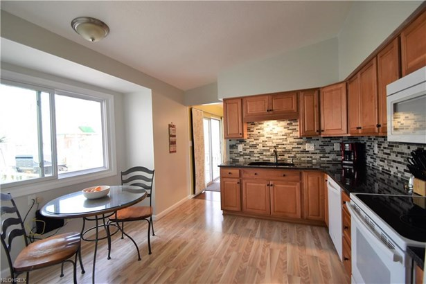 3960 Shelley Dr, North Olmsted, OH - USA (photo 5)