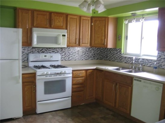 3923 Frederick St, Castle Shannon, PA - USA (photo 2)