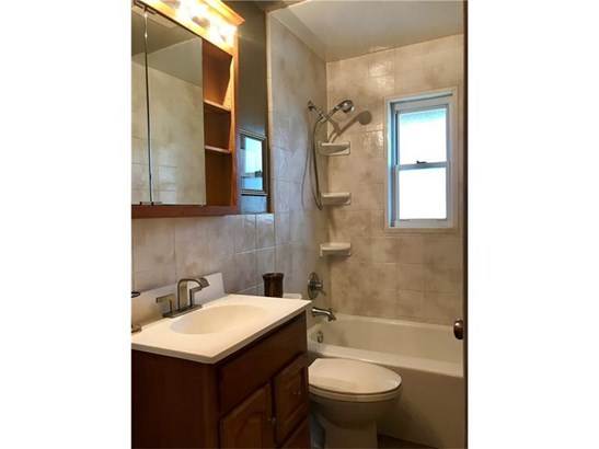 1408 Hamilton Rd, Castle Shannon, PA - USA (photo 5)