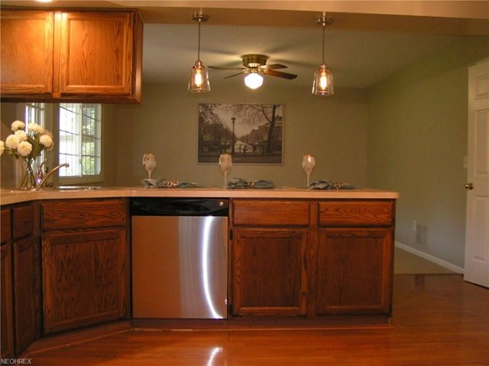 8479 Bradfords Gate, Olmsted Falls, OH - USA (photo 5)