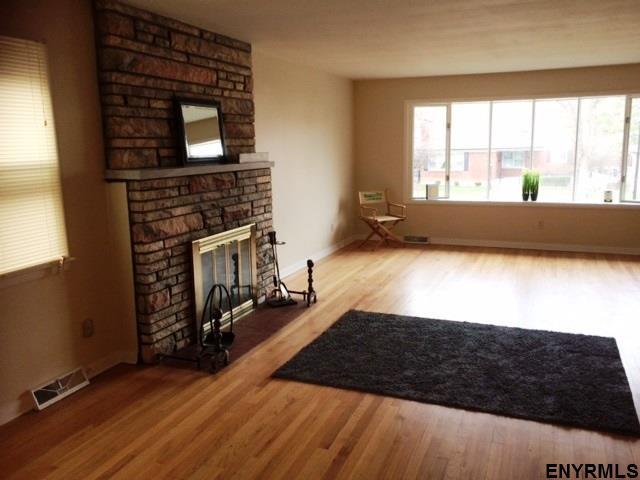 230 Woodlawn Av, Albany, NY - USA (photo 4)