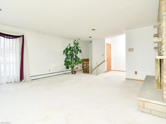 28703 Tudor Dr, North Olmsted, OH - USA (photo 2)