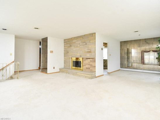 28703 Tudor Dr, North Olmsted, OH - USA (photo 3)