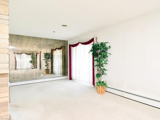 28703 Tudor Dr, North Olmsted, OH - USA (photo 5)