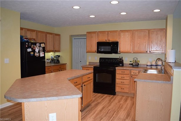 38791 Congressional Ln, Willoughby, OH - USA (photo 2)