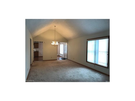 15560 Roxboro Dr 25, Middleburg Heights, OH - USA (photo 2)
