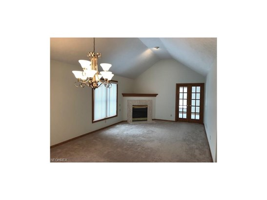 15560 Roxboro Dr 25, Middleburg Heights, OH - USA (photo 3)