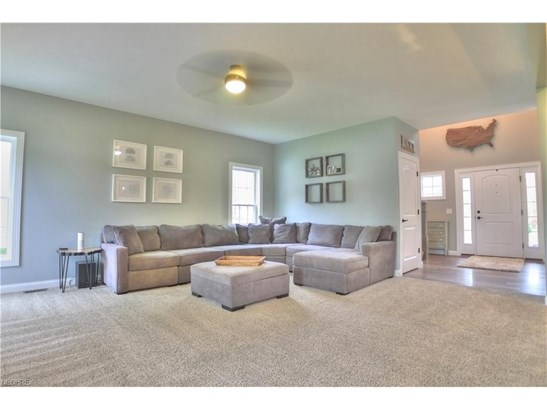 12190 Crossroads Dr, Concord, OH - USA (photo 4)