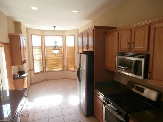 443 Dunbar Ln, Highland Heights, OH - USA (photo 2)