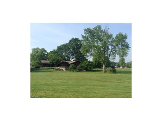 1200 Palmetto Dr, Hubbard, OH - USA (photo 4)