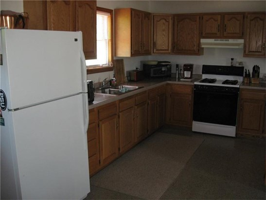 324 Clay Ave, Mount Pleasant, PA - USA (photo 5)