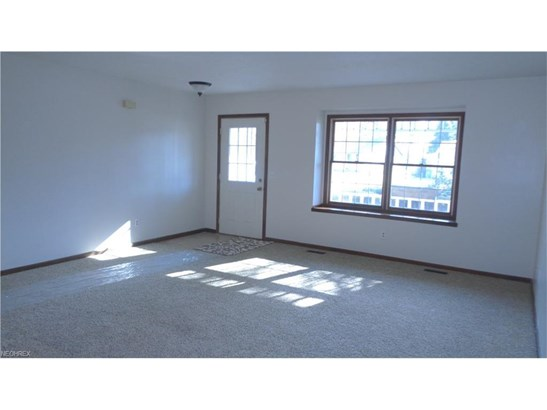 8675 Old Village Ln, Mentor, OH - USA (photo 5)