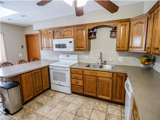 4590 Concord Dr, Fairview Park, OH - USA (photo 5)