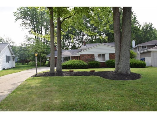 3455 Tree Ln, North Olmsted, OH - USA (photo 1)