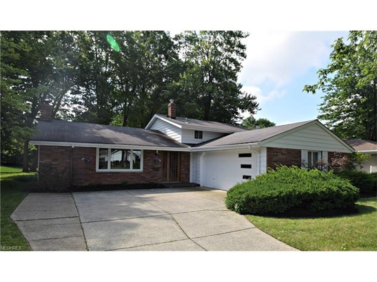 3455 Tree Ln, North Olmsted, OH - USA (photo 2)