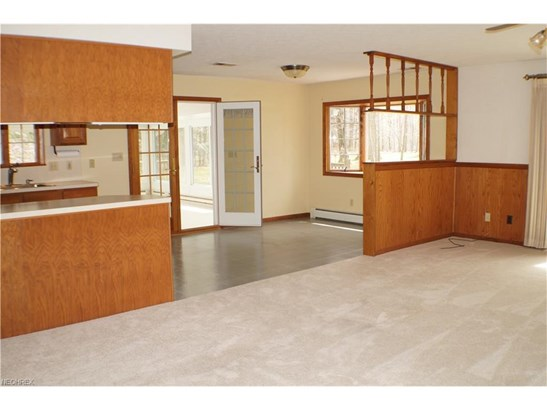 8807 Ranch Dr, Chesterland, OH - USA (photo 4)