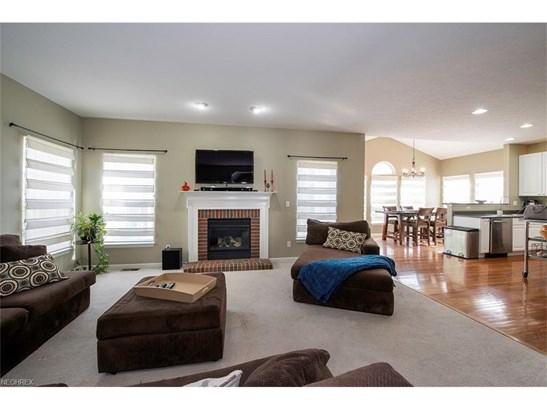 8681 Westfield Park Dr, Olmsted Falls, OH - USA (photo 2)