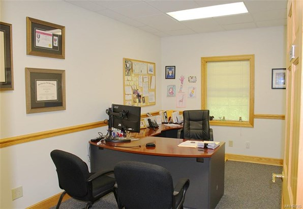 2390 North Forest Road, Amherst, NY - USA (photo 3)