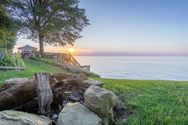 33296 Colony Dr, Avon Lake, OH - USA (photo 3)