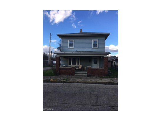 727 W 1st St, Uhrichsville, OH - USA (photo 1)