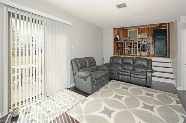 5679 Beacon Hill Dr, Seven Hills, OH - USA (photo 4)