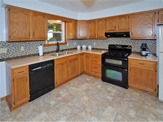 302 Skyview Dr, Jeannette, PA - USA (photo 2)