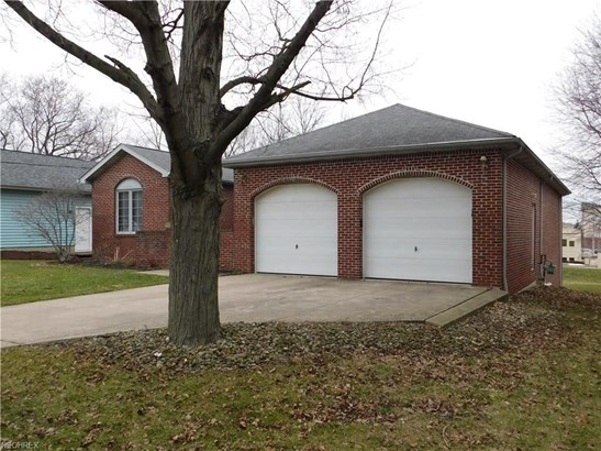 25800 Kennedy Ridge Rd, North Olmsted, OH - USA (photo 2)