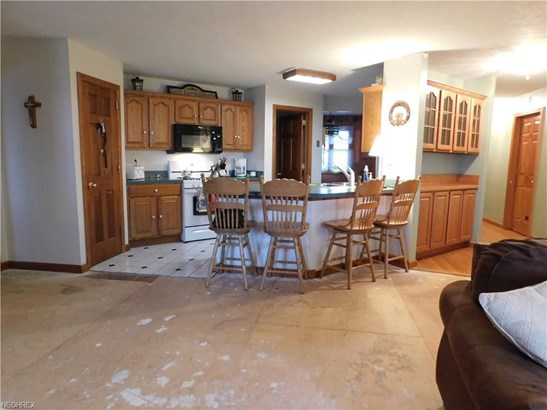 25800 Kennedy Ridge Rd, North Olmsted, OH - USA (photo 5)