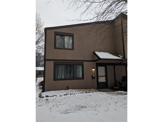 26735 Lake Of The Falls Blvd, Olmsted Falls, OH - USA (photo 1)