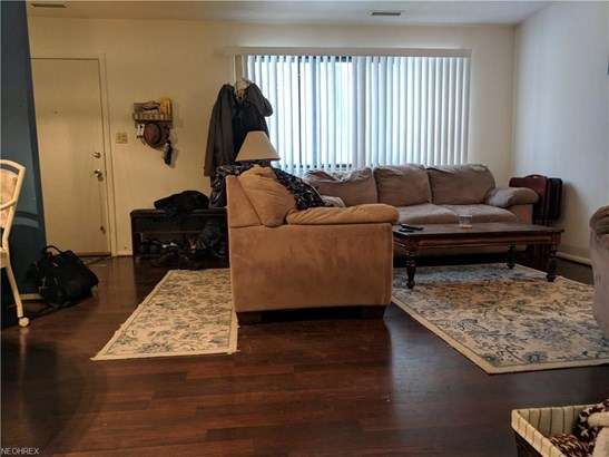 26735 Lake Of The Falls Blvd, Olmsted Falls, OH - USA (photo 4)