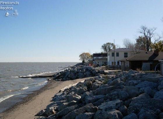 8317 Division Street, Oak Harbor, OH - USA (photo 2)