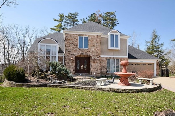 18600 Rustic Hollow Dr, Strongsville, OH - USA (photo 1)