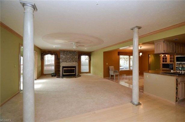 18600 Rustic Hollow Dr, Strongsville, OH - USA (photo 5)