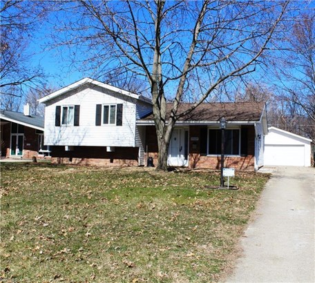 26684 Redwood Dr, Olmsted Falls, OH - USA (photo 1)