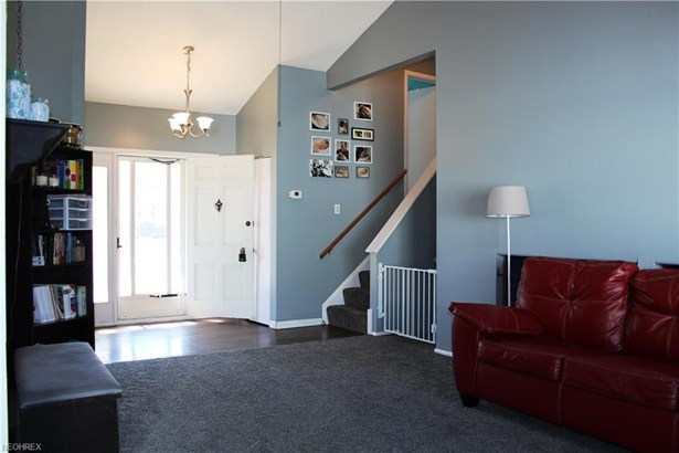 26684 Redwood Dr, Olmsted Falls, OH - USA (photo 2)