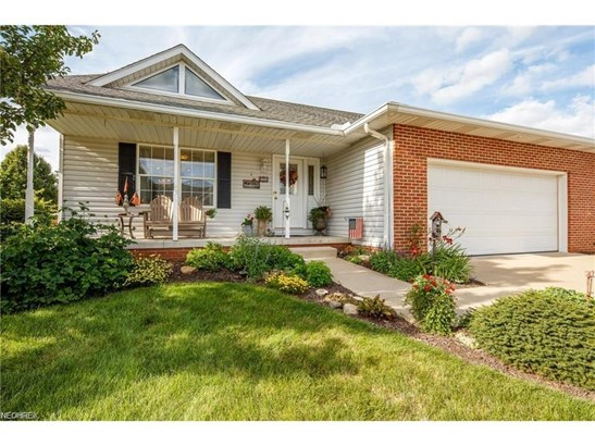 2360 Pebble Beach Se Dr, Massillon, OH - USA (photo 1)