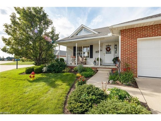 2360 Pebble Beach Se Dr, Massillon, OH - USA (photo 2)