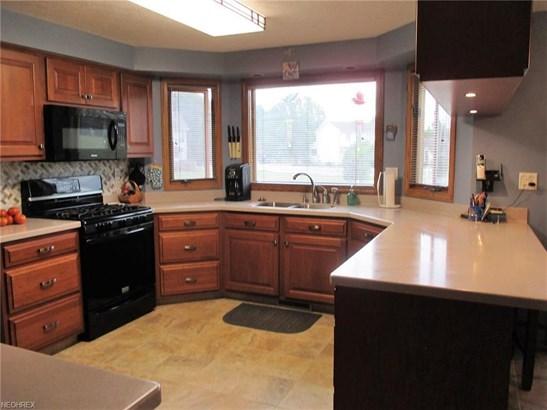 2247 Saranac Ct, Uniontown, OH - USA (photo 2)