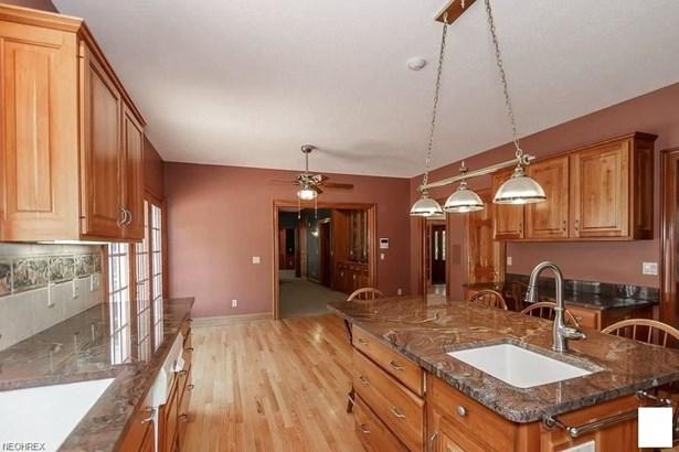 9450 Winterberry Ln, Kirtland Hills, OH - USA (photo 3)