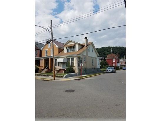 900 Russellwood Ave, Mckees Rocks, PA - USA (photo 2)