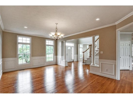 Super sized, Hardwood Floors, Wainescoting (photo 3)