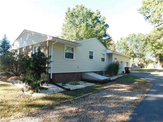 1121 Singingbrook Nw Ave, Massillon, OH - USA (photo 3)