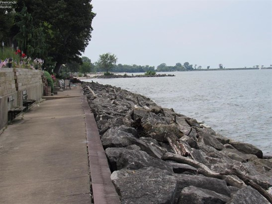 1100 By The Shores Drive 1, Huron, OH - USA (photo 5)