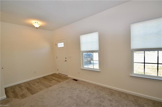 6998 Stag Horn Ln, Lorain, OH - USA (photo 2)