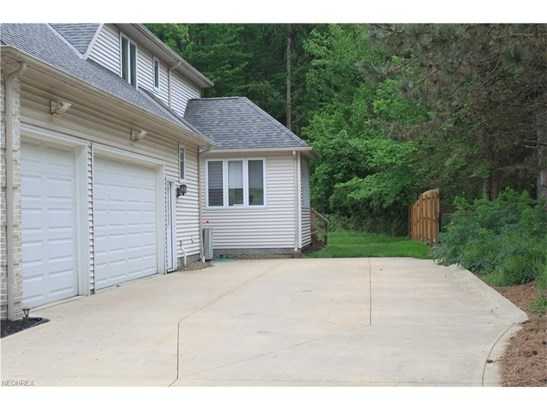 5491 Jacqueline Ln, North Olmsted, OH - USA (photo 2)