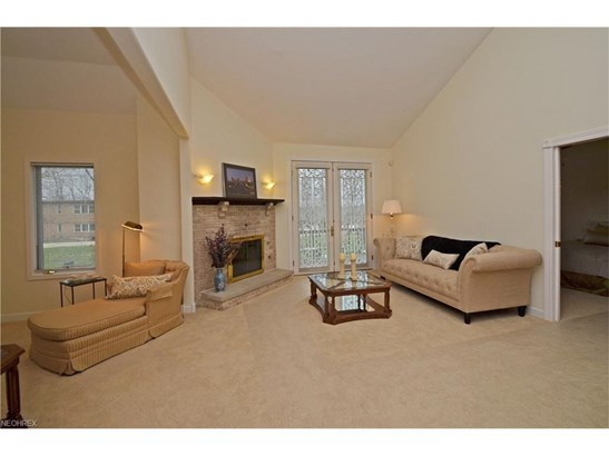 20001 Emerald View, Fairview Park, OH - USA (photo 5)