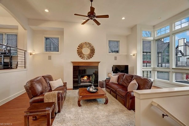 2407 Derbyshire Ct, Cleveland Heights, OH - USA (photo 3)