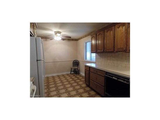 9457 Roxbury Rd, Parma Heights, OH - USA (photo 3)