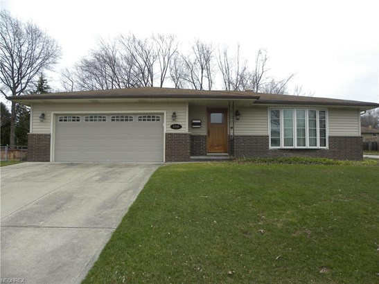 2141 Green Acres Dr, Parma, OH - USA (photo 1)